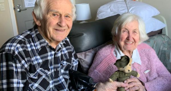 Ern and Betty Carter receiving a 2020 Legacy Week bear